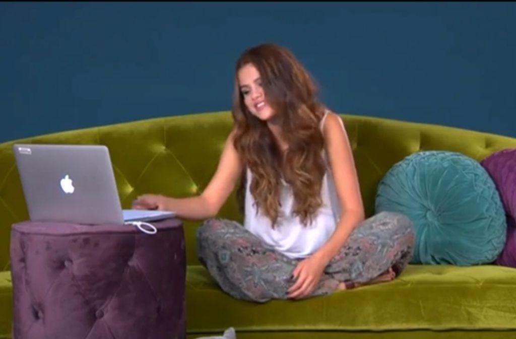 Selena Gomez beantwortet vor laufender Kamera per Twitter gestellte Fragen – und Tausende schauen zu. Foto: StZ / Screenshot