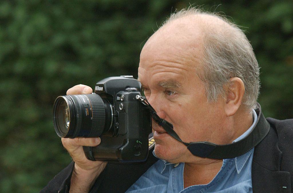 Ein Leben hinter der Kamera: Peter Lindbergh fotografiert 2008  in Düsseldorf. (Archivbild) Foto: dpa