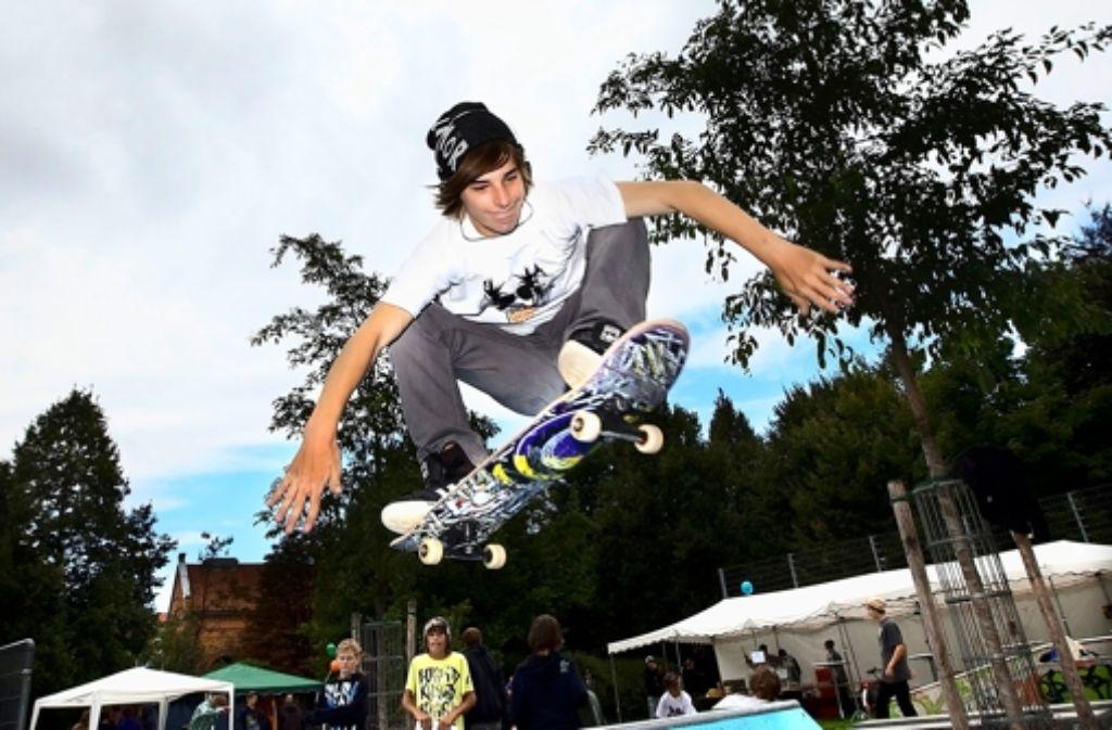 Die Skater wollen hoch hinaus und einen Platz für alle Bürger schaffen . Foto: Horst Rudel