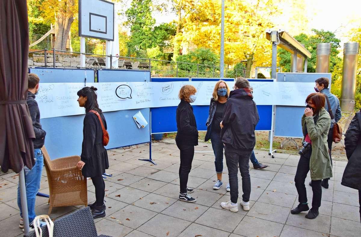 Auf den Stellwänden notieren die Teilnehmer Ideen für die Gestaltung des Stala-Areals. Foto: Petra Mostbacher-Dix