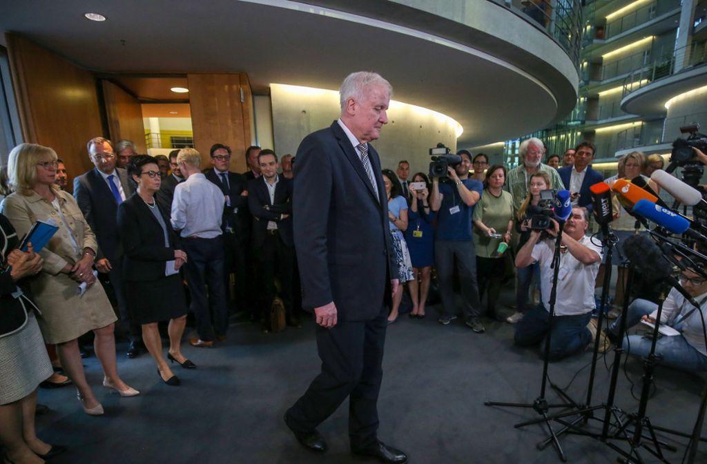 Innenminister Horst Seehofer tritt nach einer Sondersitzung vor die Presse. Foto: dpa