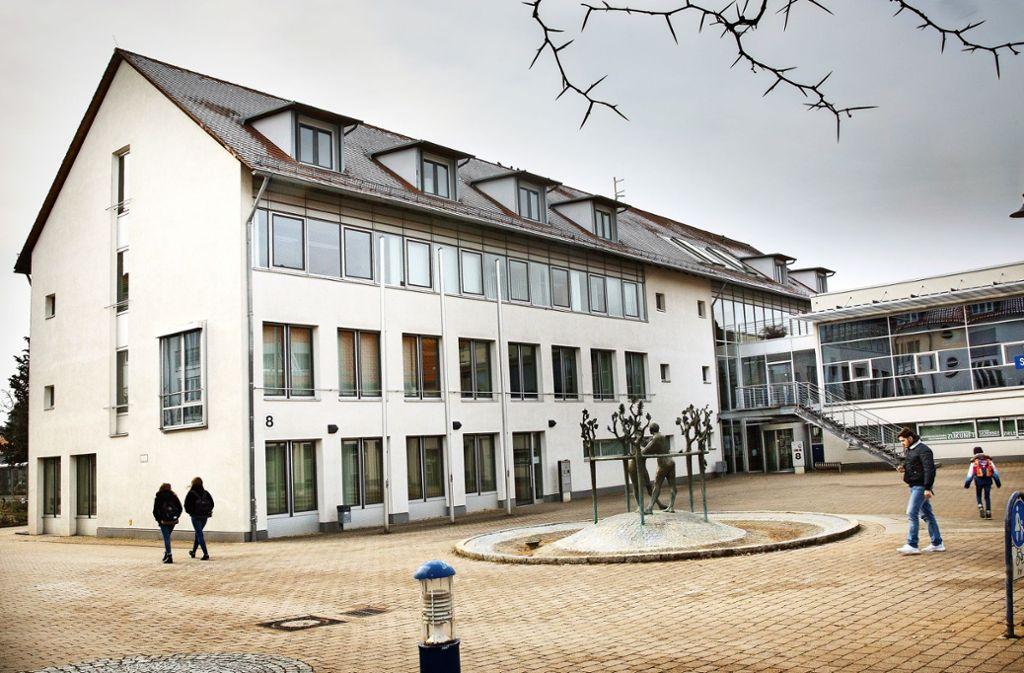 Gut aufgestellt hat Nicolas Fink die Gemeinde  Aichwald verlassen: Sie ist schuldenfrei. Foto: Ines Rudel