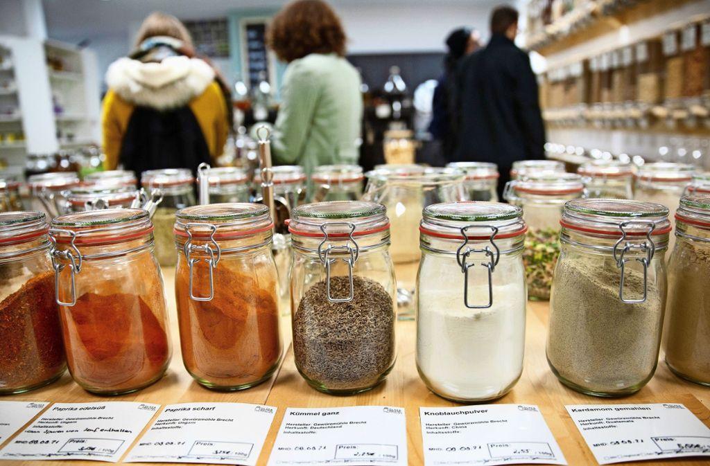 In Filderstadt soll ein Einkaufsladen eröffnet werden, in dem die Nahrungsmittel von den Käufern in eigene Gefäße abgefüllt werden – so wie hier in Nürtingen. Foto: Archiv Ines Rudel
