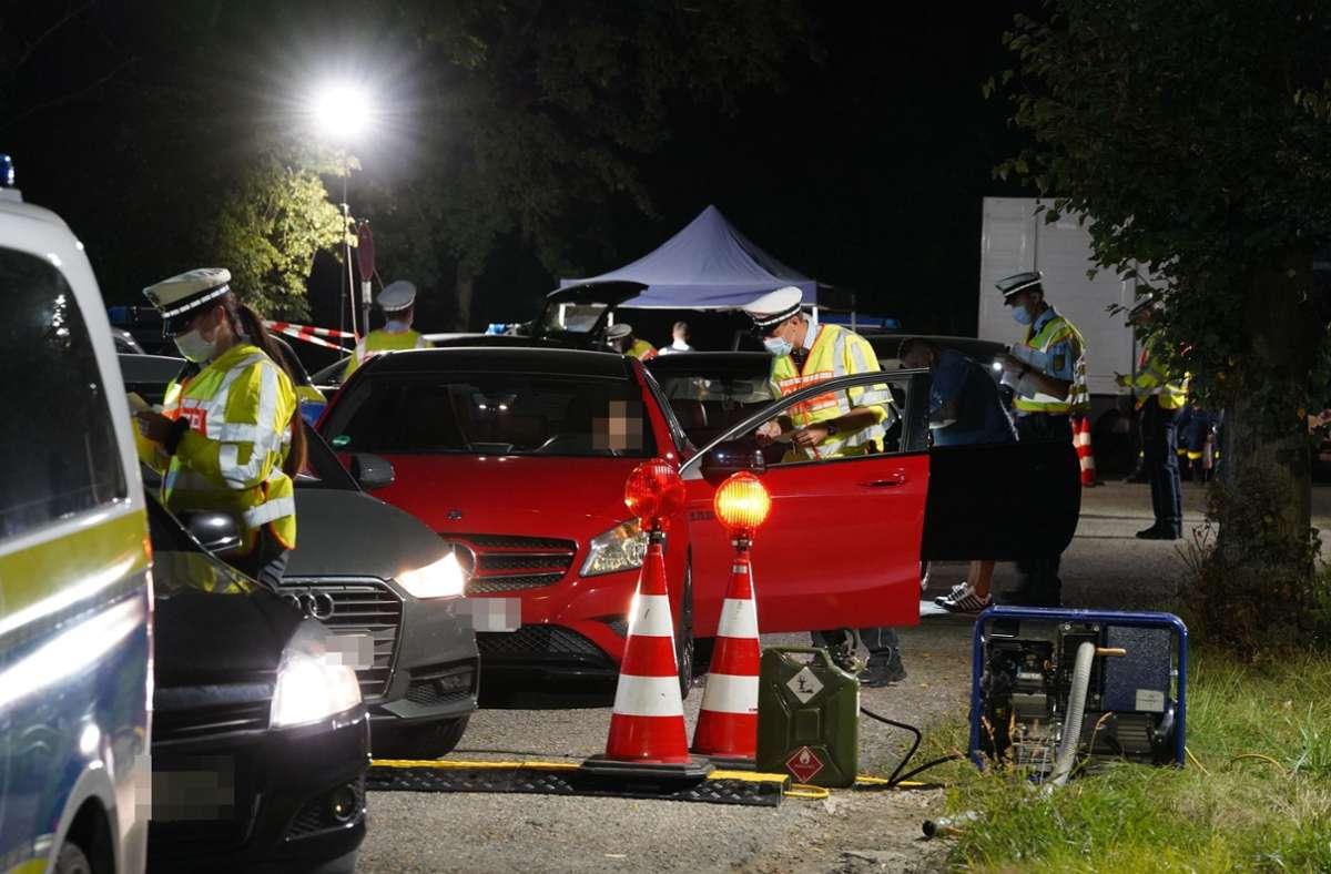 Verkehrskontrolle an der Bundesstraße 10 im Kreis Ludwigsburg Foto: Andreas Rosar /Fotoagentur-Stuttg