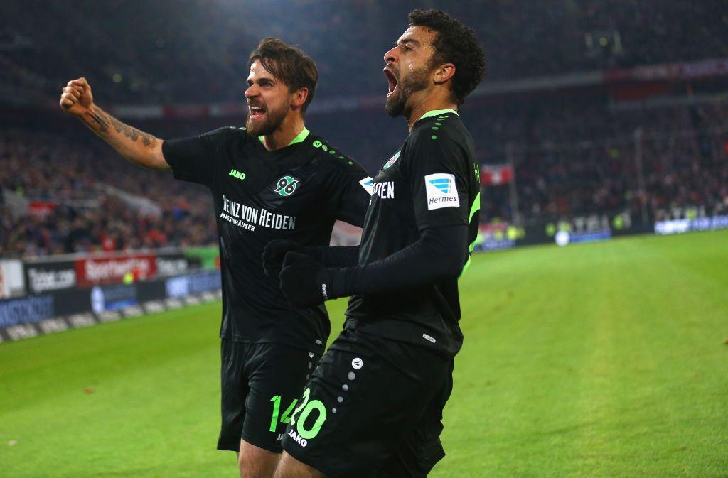 Martin Harnik und sein Teamkollege Felipe bei Hannover 96. Am Montag, den 12. Dezember, steht das Duell gegen den VfB Stuttgart an. (Archivfoto) Foto: Getty Images