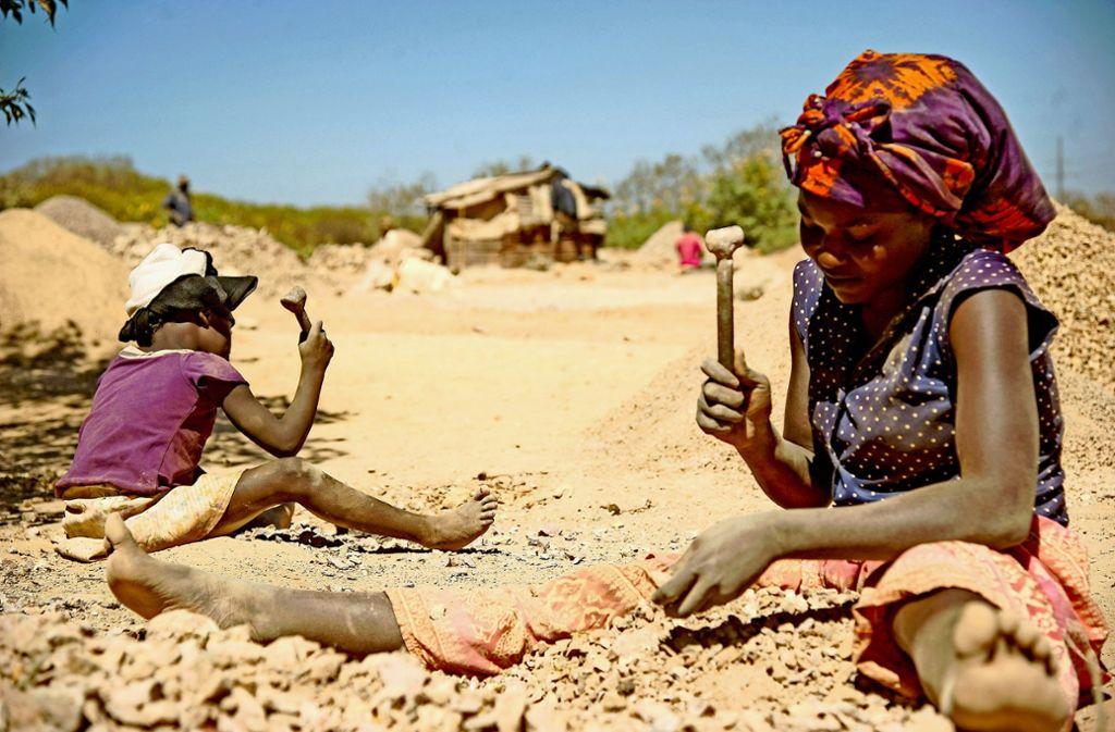 Laut Amnesty International arbeiten im Kongo Kinder unter lebensgefährlichen Bedingungen, um Kobalt für E-Autos zu gewinnen. Foto: AFP