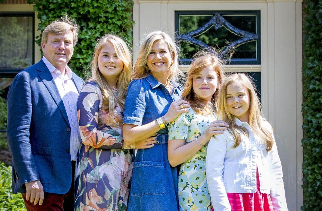 Drei-Meisje-Haus in den Niederlanden: König Willem-Alexander und Königin Máxima mit ihren Töchtern Amalia (zweite von links), Alexia und Ariane (rechts). Foto: Getty Images Europe
