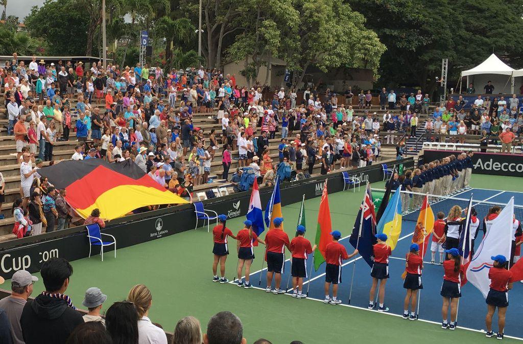Bei der deutschen Nationalhymne während des Tennis-Fed-Cup auf Hawaii kommt es zu einem Zwischenfall. Foto: dpa