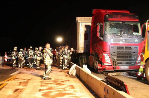 Diesel aus Lastwagen gelaufen – Autobahn  stundenlang gesperrt