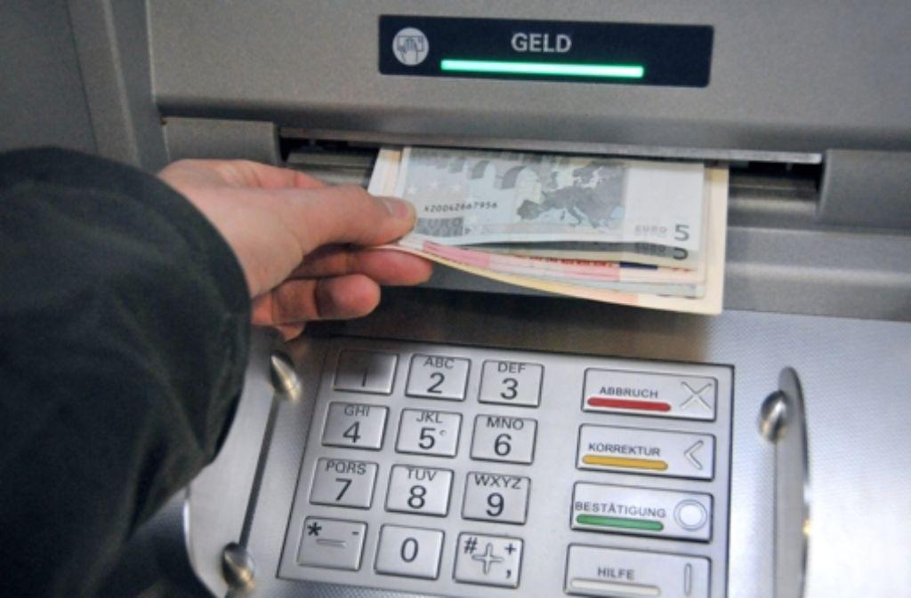 Auch Obdachlose müssen demnächst bei jeder Bank ein Basiskonto eröffnen können. Foto: dpa