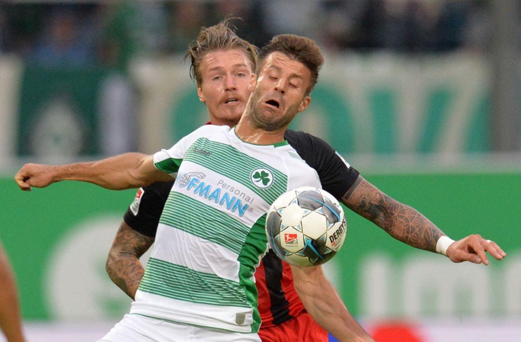 Die SpVgg Greuther Fürth um Marco Caligiuri  besiegte zuletzt den SV Wehen-Wiesbaden. Foto: dpa/Timm Schamberger