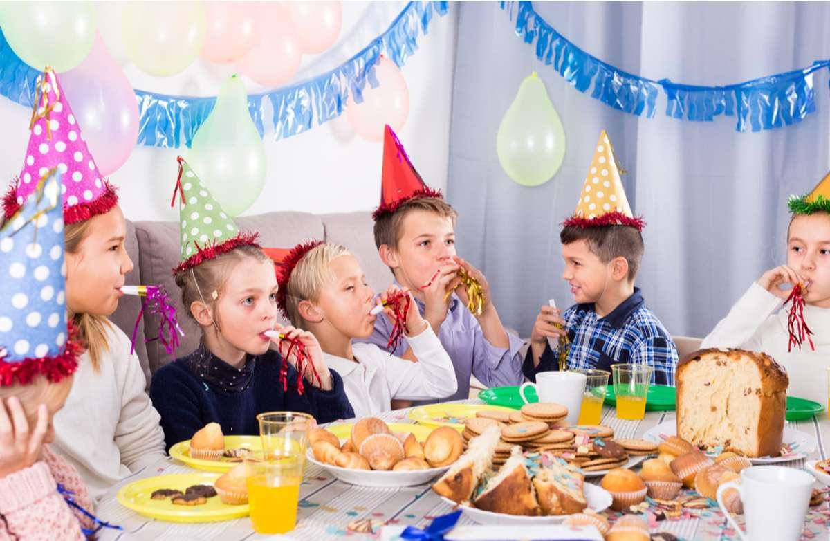 Corona-Regeln beim Kindergeburtstag. Foto: Iakov Filimonov/shutterstock.com