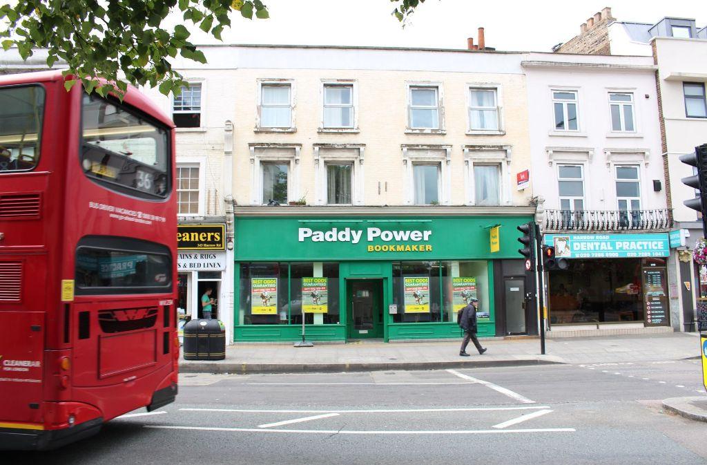 Ein Wettbüro des Wettanbieters Paddy Power nahe Westbourne Park in Londons (Großbritannien). Die Briten sind bekannt für ihren Hang zu ausgefallenen Wetten. Foto: dpa
