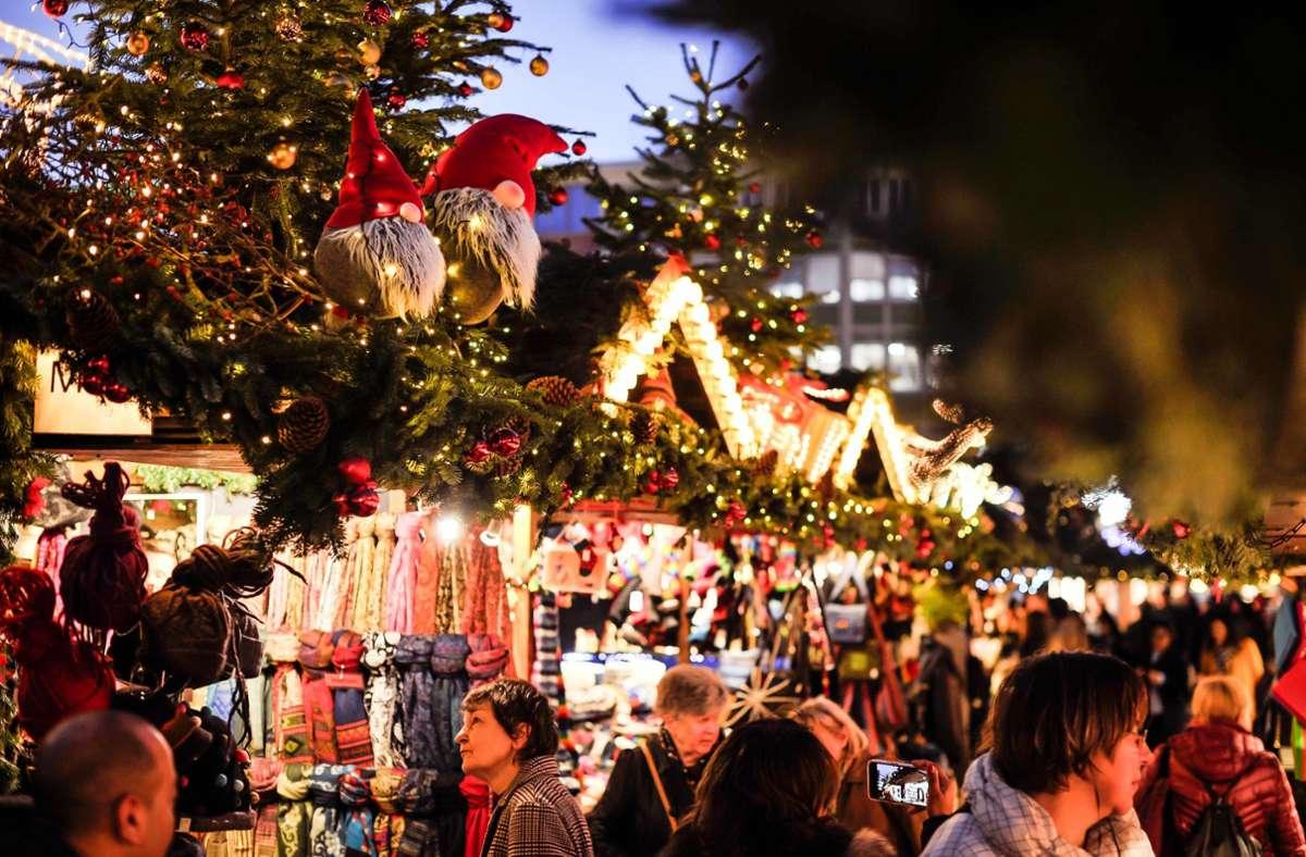 Der Stuttgarter Weihnachtsmark 2019. So kuschelig wird es in Coronazeiten sicher nicht werden, das Land schließt prinzipiell aber nicht aus, dass im Winter Weihnachtsmärkte stattfinden können. Foto: Lichtgut/Max Kovalenko