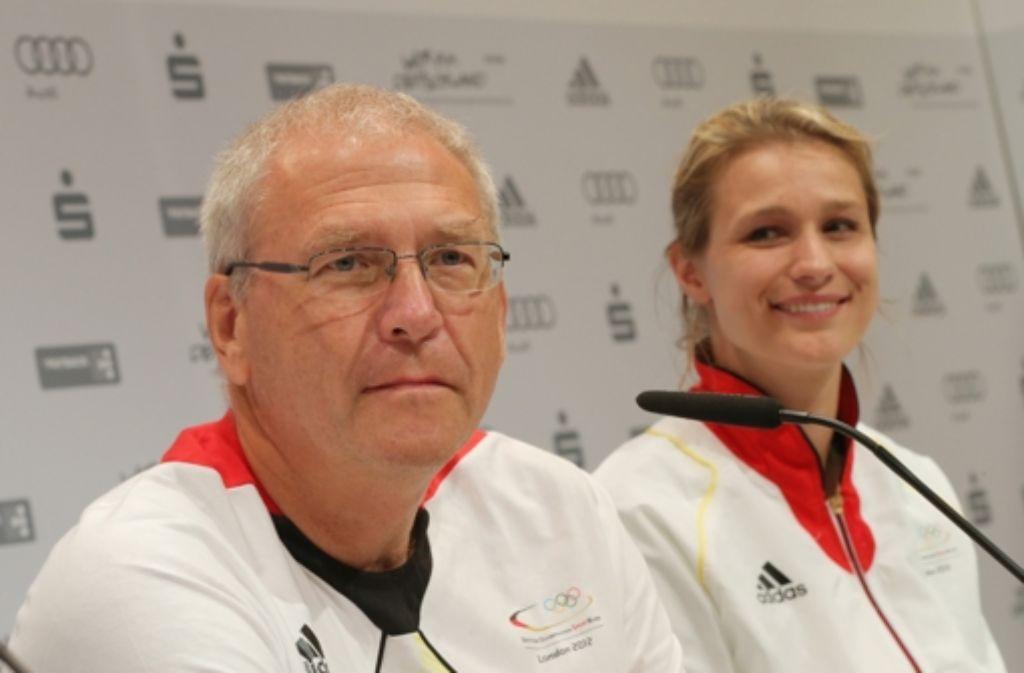 Michael Vesper sitzt neben der Fechterin Britta Heidemann Foto: dpa