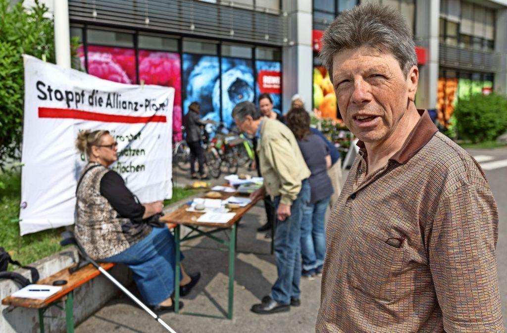 Reinhard König (re.) ist Sprecher der Initiative Vaihingen ökologisch sozial. Foto: Krämer
