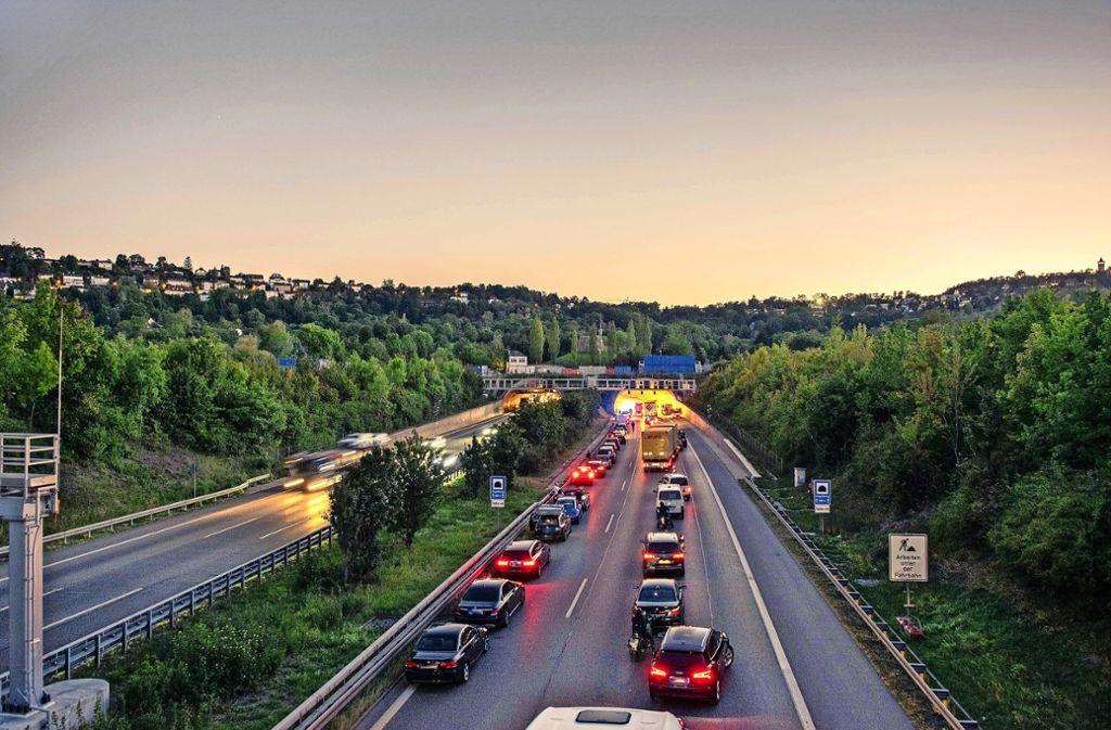 Stau im Engelbergtunnel – für viele Fahrer ein Grund, auf andere Strecken auszuweichen. Darunter leiden die umliegenden Kommunen Foto: 7aktuell.de/Nils Reeh