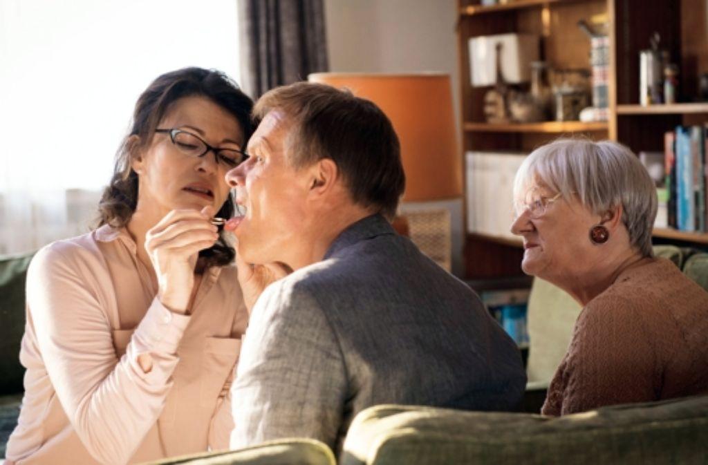 Zunge raus für diesen Film: Iris Berben, Edgar Selge und Carmen-Maja Antoni. Foto: Senator Filmverleih