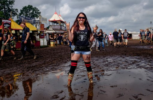 So rocken die Heavy-Metal-Fans durch den Matsch
