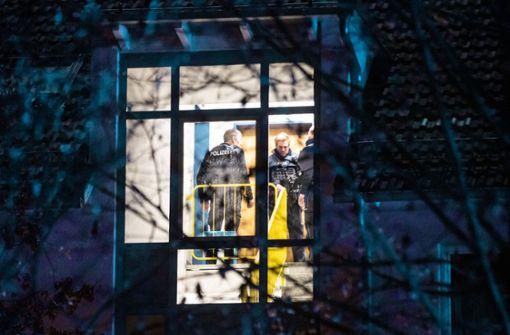 Mann rastet  aus: Sechs  Verletzte in Wohnhaus