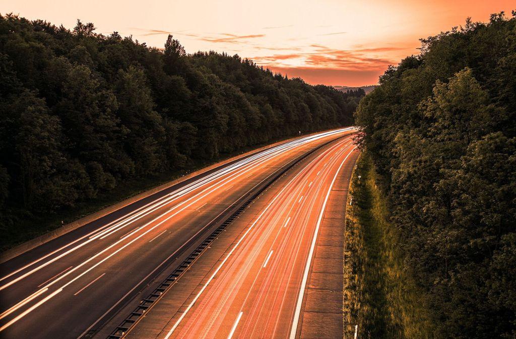 Bis 2020 sollen über eine Millionen Elektrofahrzeuge auf Deutschlands Straßen unterweg sein. Foto: Pixabay