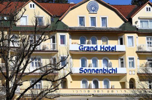 Warum wohnt der thailändische König in einem Hotel in Garmisch?
