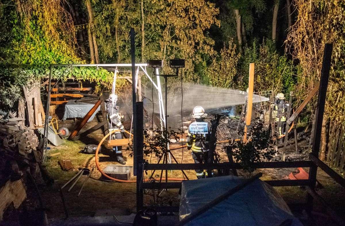 Dem Brand fielen eine Gartenlaube und ein Lagerschuppen zum Opfer. Foto: 7aktuell.de/Nils Reeh