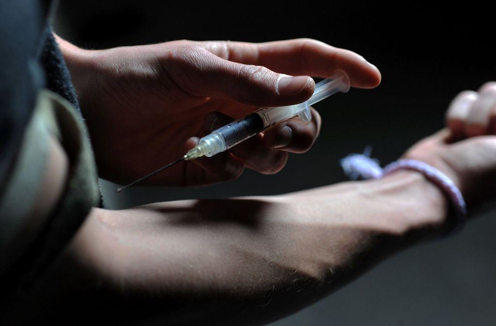 Die Sucht nach Heroin ist nur eine von vielen Abhängigkeiten, denen sich die Protagonisten in Mark Billinghams neuen Thriller stellen müssen. Foto: dpa