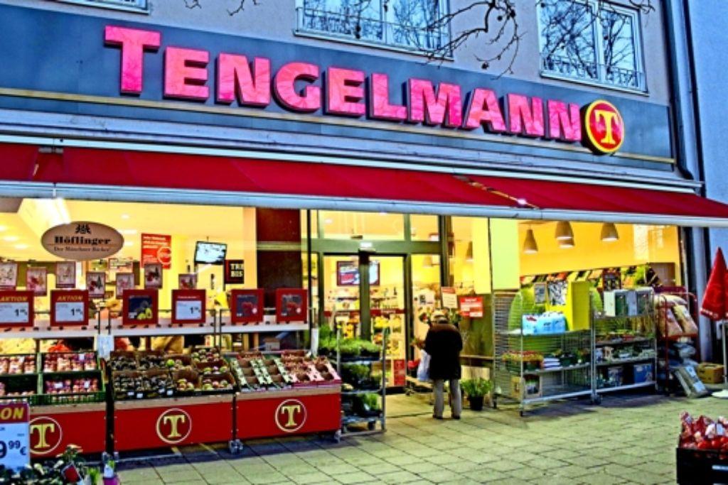 Die Tengelmann-Supermärkte haben schon seit Jahren Verluste eingefahren. Wenn das Kartellamt zustimmt, werden sie an den Marktführer Edeka verkauft. Foto: imago