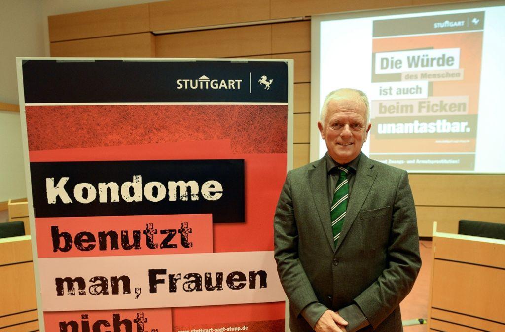 OB Kuhn vor dem Plakat, gegen das es bislang keine Einwände gab. Foto: Lichtgut/Leif Piechowski