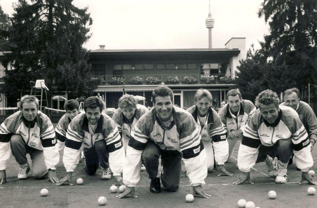 """Tennis unter dem Stuttgarter Fernsehturm: Carl-Uwe """"Charly"""" Steeb (Mitte) wurde 1988 mit den Herren des TEC Waldau deutscher Vizemeister. Foto: /red"""