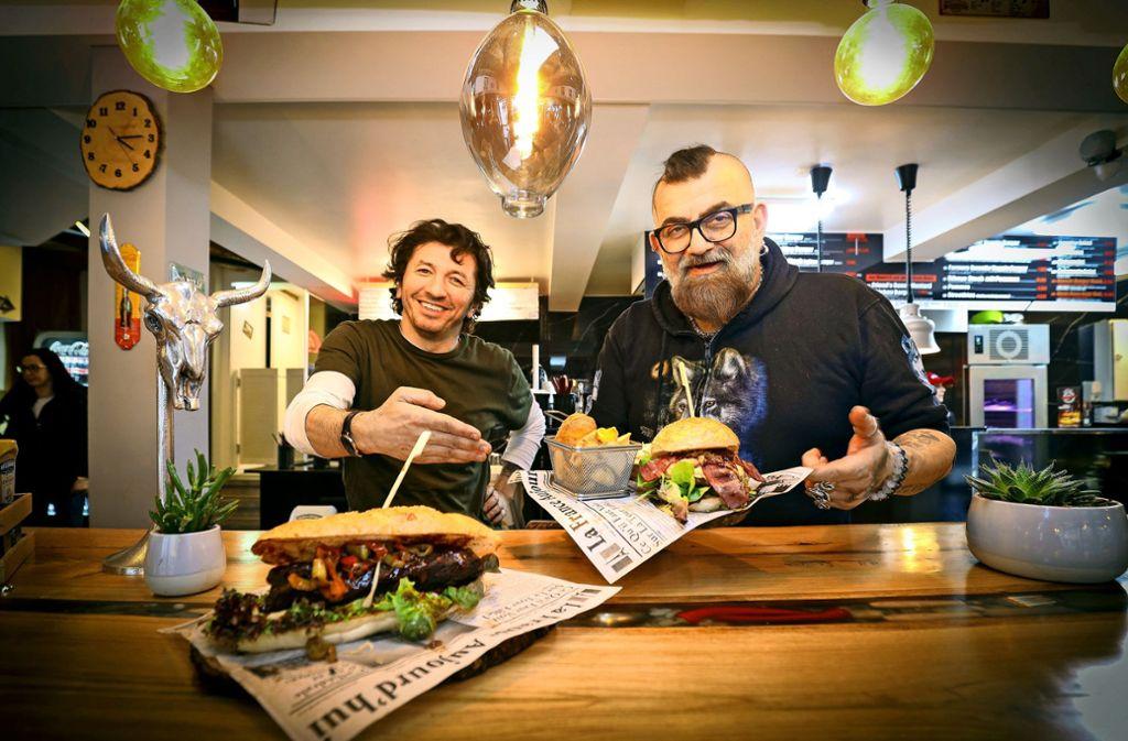 Es ist angerichtet: Kenan Kolcak (links) und sein Koch Aris Foto: factum/Simon Granville