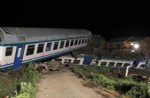 Zwei Tote und rund 20 Verletzte bei Zugunglück