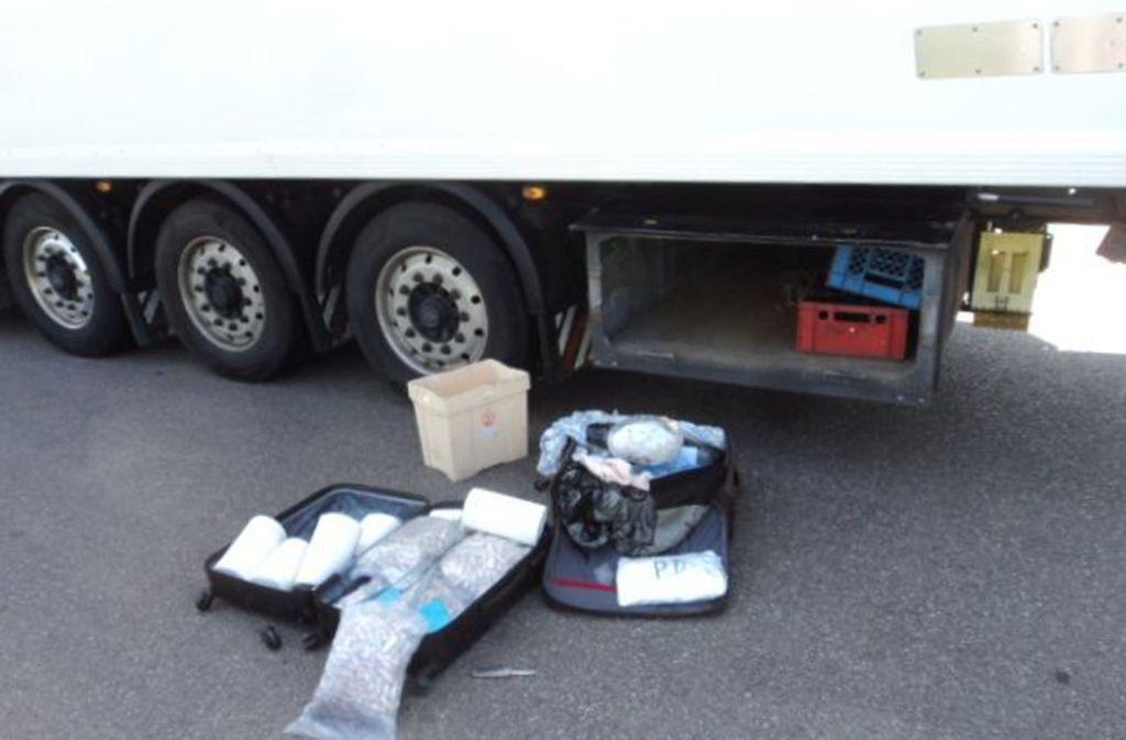 Die Polizei stellt insgesamt rund 48 Kilogramm Heroin sicher. Foto: Polizei