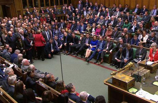 Unterhaus stimmt für späteren EU-Austritt