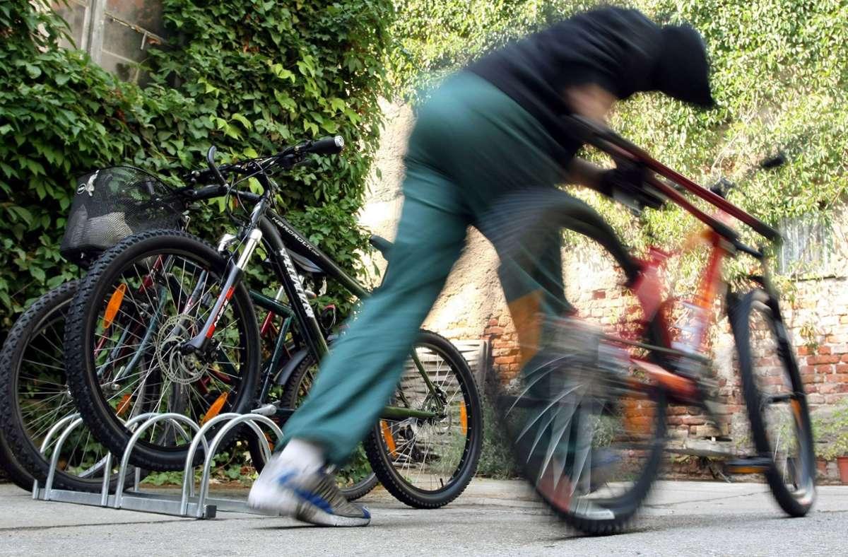 Der Fahrraddieb wurde vom Besitzer auf frischer Tat ertappt. (Symbolbild) Foto: imago stock&people/imago stock&people