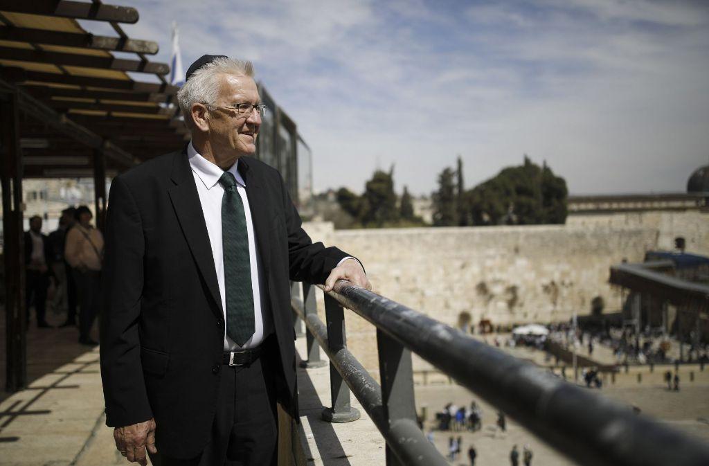 Auf Delegationsreise: Baden-Württembergs Ministerpräsident – hier beim Besuch der Klagemauer in Jerusalem  – informiert sich über die Start-up-Kultur in Israel. Foto: dpa