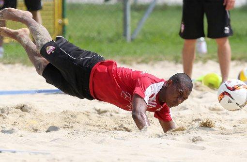Die VfB-Profis schwitzen im Sand