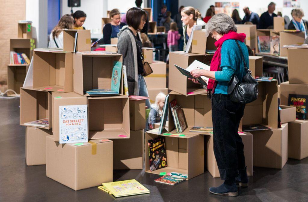 """Die aktuelle Ausstellung """"Kinderwelten"""" im Klingspor Museum. Foto: Klingspor Museum"""