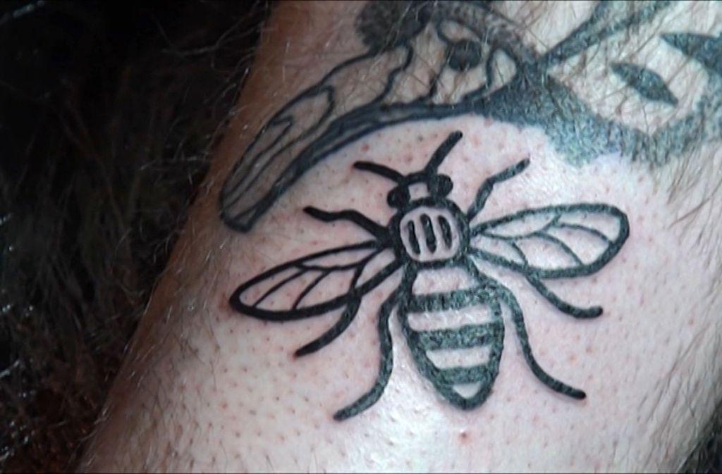 manchester bienen tattoos aus solidarit t mit terroropfern panorama stuttgarter zeitung. Black Bedroom Furniture Sets. Home Design Ideas