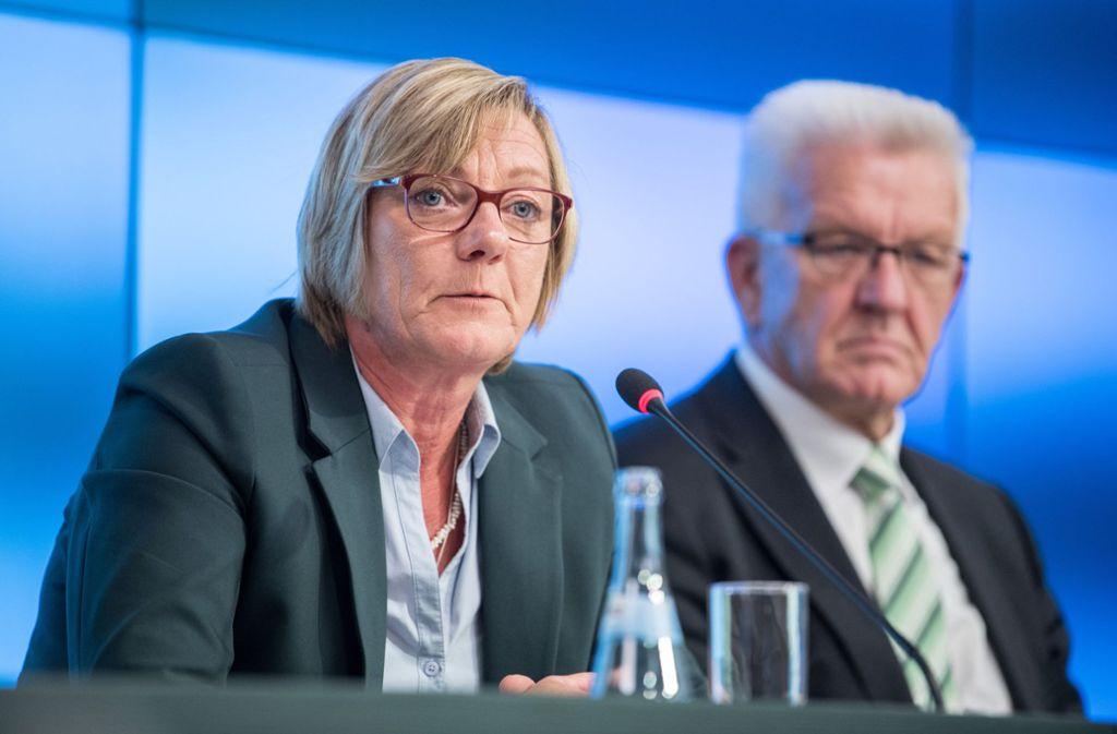 Finanzministerin Edith Sitzmann und Ministerpräsident Winfried Kretschmann Foto: dpa/Sebastian Gollnow