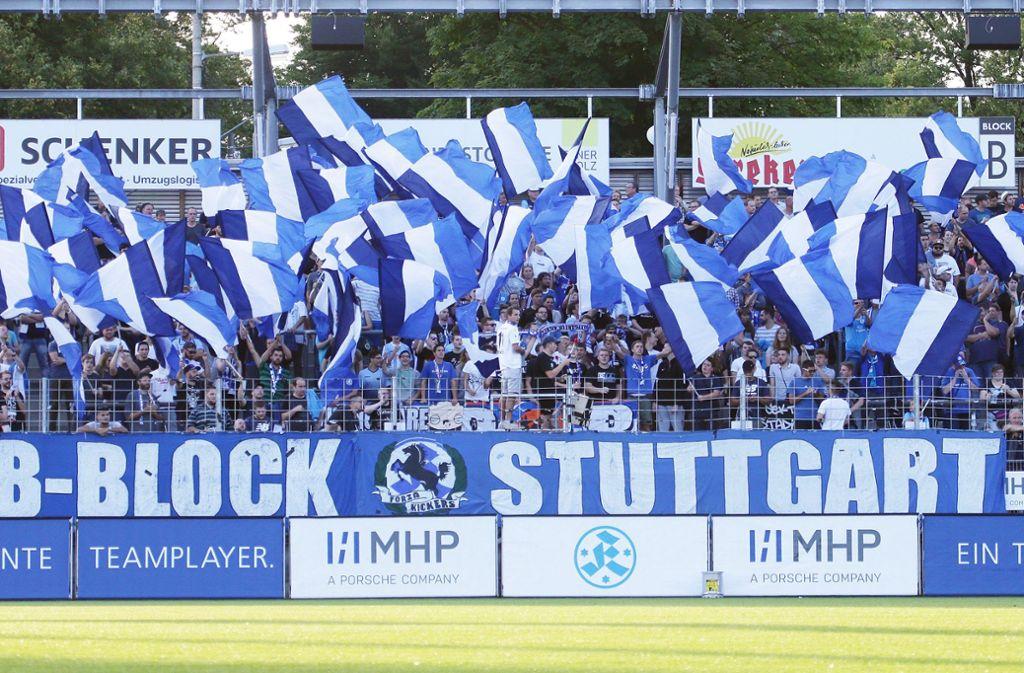 Das Dach der Gegentribüne im Gazistadion (hier noch im Rohbau) ist rechtzeitig zum Topspiel gegen den SSV Reutlingen fertiggestellt worden – lediglich der A-Block bleibt noch gesperrt. Foto: Pressefoto Baumann