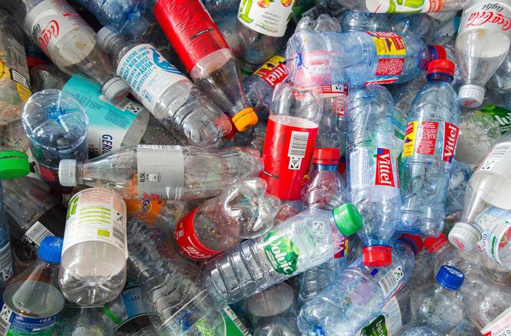 Bis eine Plastikflasche verrottet, dauert es Jahrhunderte. Foto: dpa
