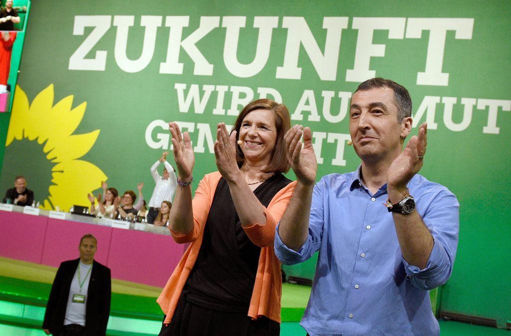 Zeigt sich beim Finale des Parteitags in Berlin gut gelaunt: das Spitzenduo der Grünen bei der Bundestagswahl, Katrin Göring-Eckardt und Cem Özdemir Foto: dpa