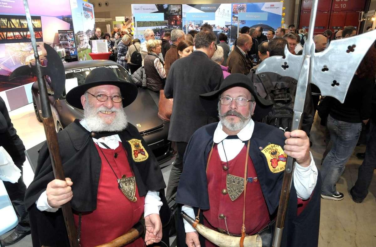 Sogar auf der Messe CMT in Stuttgart: Die Nachtwächter aus Weil der Stadt Gerd Diebold und Manfred Nittel (rechts) Foto: Kreiszeitung Böblinger Bote/Thomas Bischof