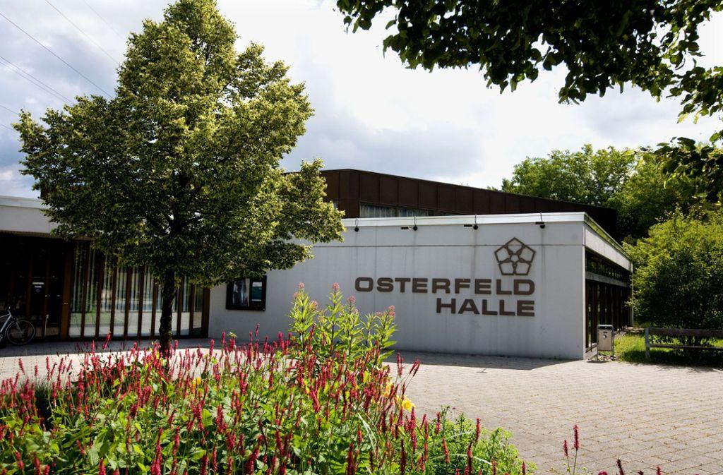 Vor und in der Osterfeldhalle in Esslingen-Berkheim wird an diesem Donnerstagabend einiges los sein. Foto: Horst Rudel