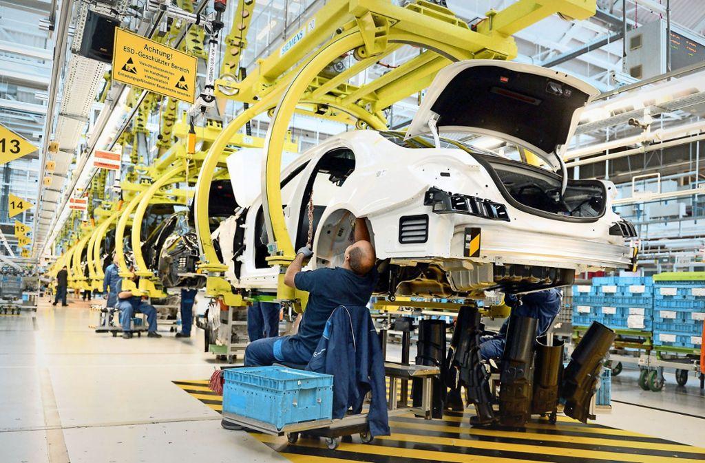 Blick in die Produktion in Sindelfingen. Die IG Metall hat noch immer die Mehrheit im Betriebsrat. Foto: dpa