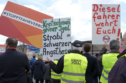 Demonstranten treffen sich erneut auf dem Schlossplatz
