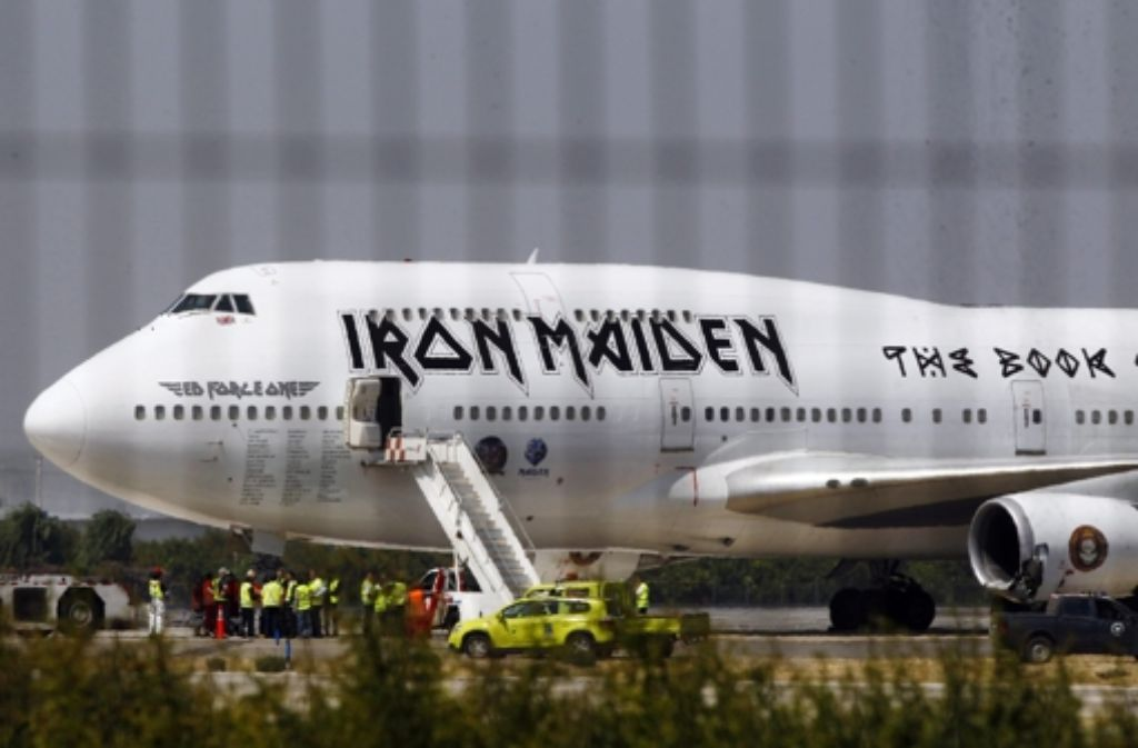 Zwei Triebwerke der Ed Force One sind am Flughafen von Santiago de Chile beschädigt worden. Foto: dpa