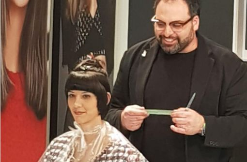 Der erste Kunde zahlt 1000 Euro für den Haarschnitt